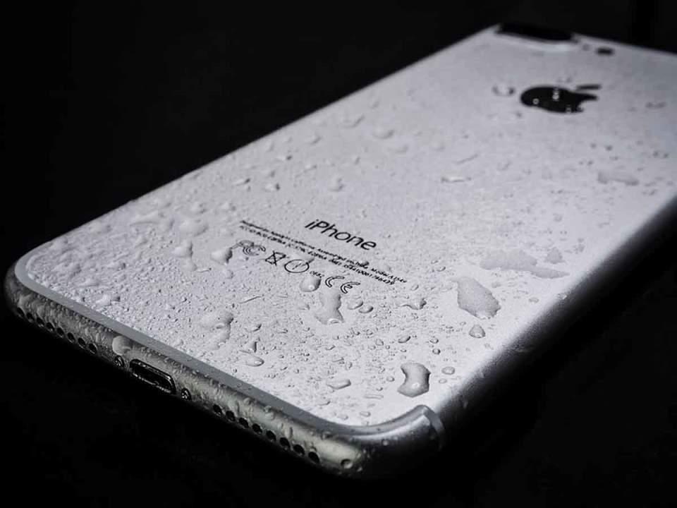 erxetai-nea-epoxi-stis-othones-smartphone
